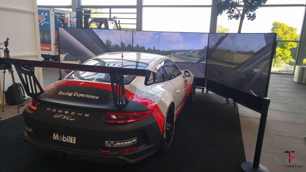 Kokpit z prawdziwym Porsche GT3 Cup.