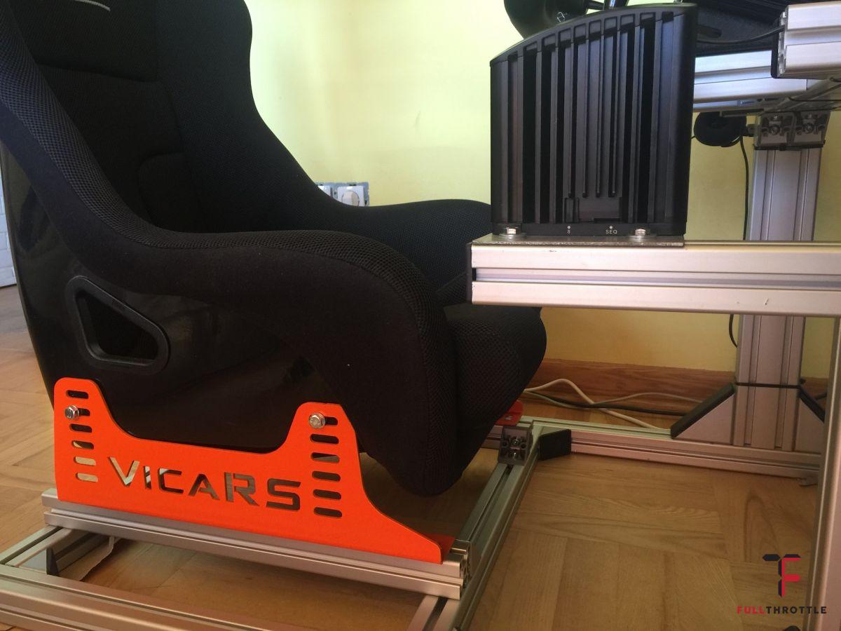 Mocowanie fotela, który jest lekko pochylony z tyłu w dół.