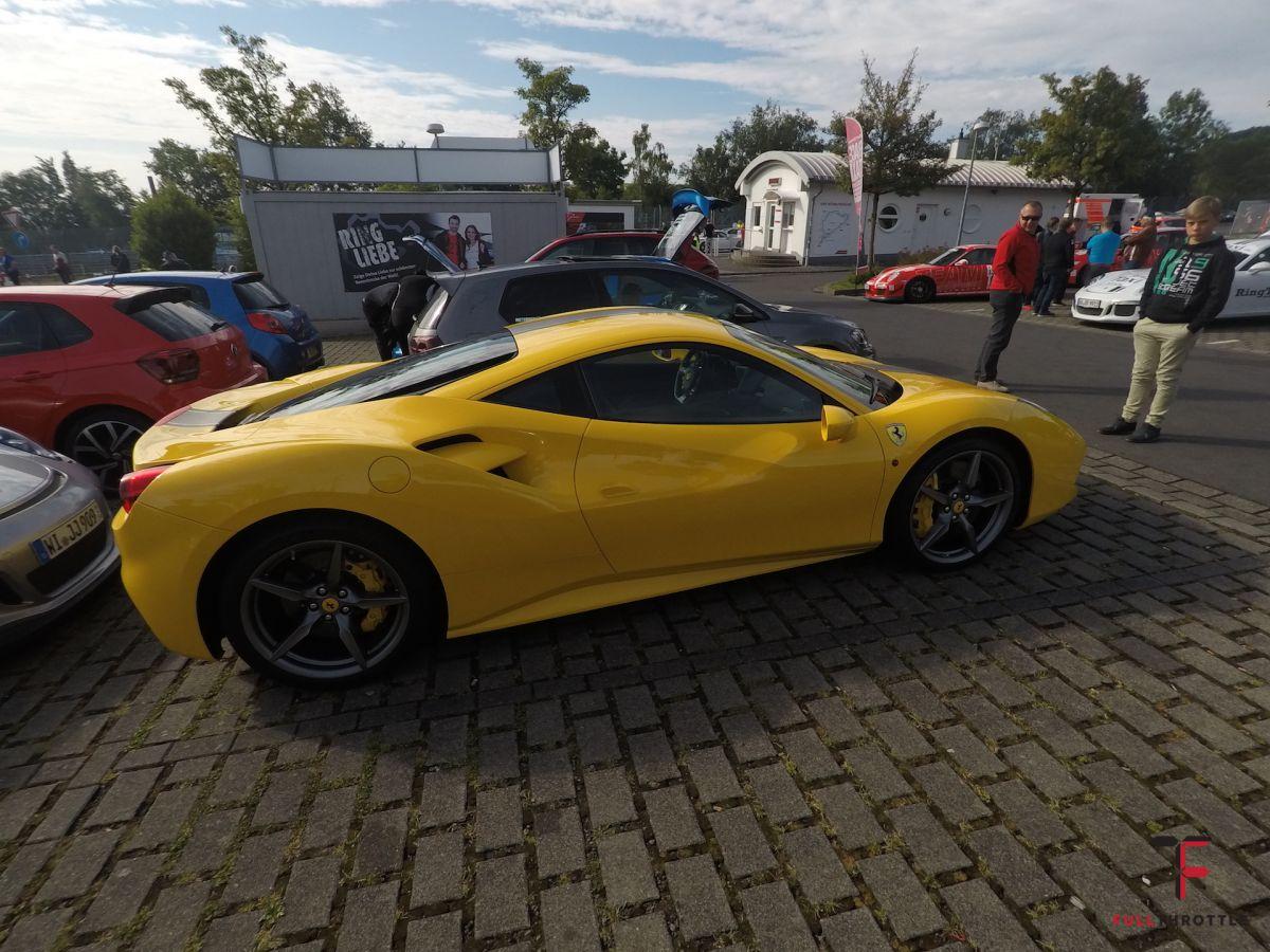 Ferrari na parkingu Nordslife