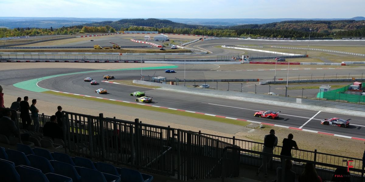 Wyścig GT3 na Nurburging.